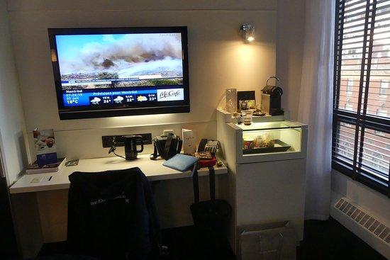Coin TV et machine Nespresso - Picture of Hotel Le Germain Montreal ...
