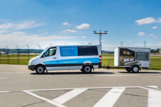 Kloten, Switzerland: Gratis Hotelbus vom und zum Flughafen