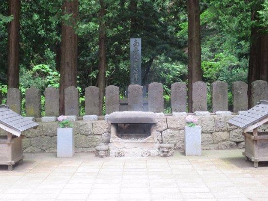 Byakkotai's Tomb: お墓がずら~っと並ぶ