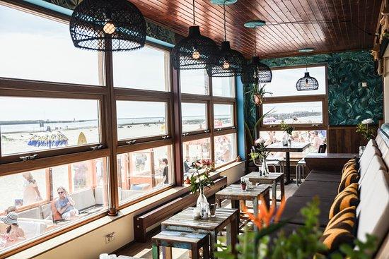 Wijk aan Zee, The Netherlands: Timboektoe kaslounge overlooking the pier