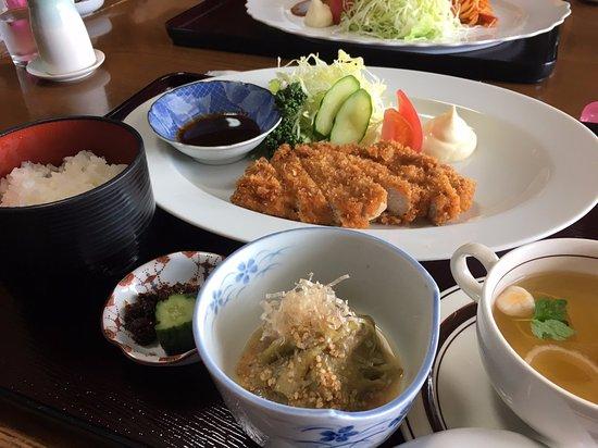 Omura, Japan: ジャンボとんかつ定食