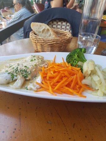 La tete a Toto : Filet de lieu noir sauce crustacé carottes fenouil brocolis riz