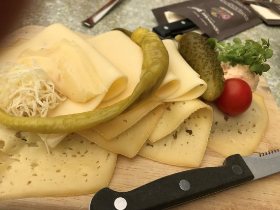 Unterbergen, النمسا: Käsebrot deluxe