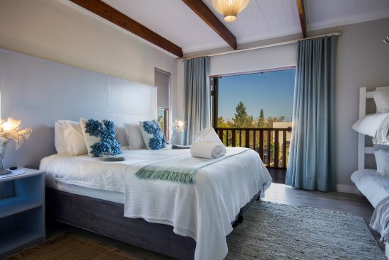 A Hilltop Country Retreat : Bedroom 1 of the 2 bedroom family house