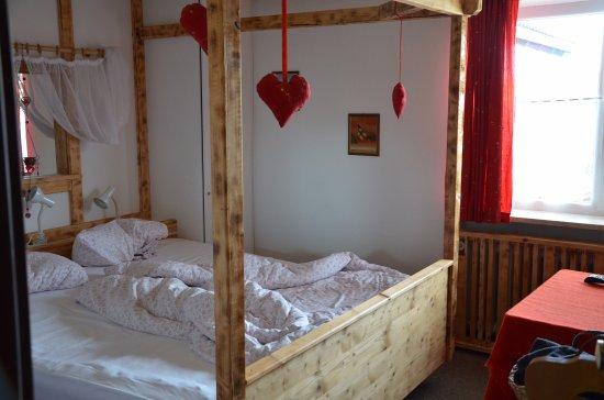 Oberreute, Alemanha: Breite des Basic Doppelzimmers. Seitwärts nur max. 50 cm.