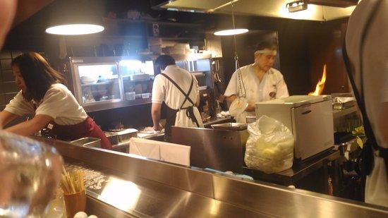 Amagasaki, Japón: やきとりの名門 秋吉 武庫之荘店