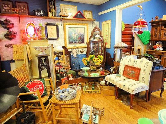 Another Time Another Place Antiques 사진