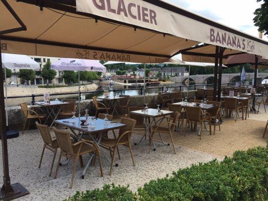 BANANA'S KAFE: Terrasse ombragée