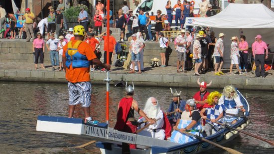 Mercure Dinan Port : Jousting on the river