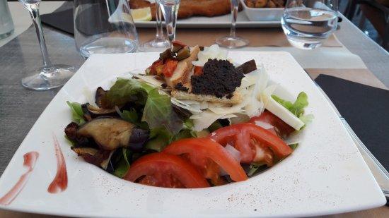 Viviers-du-Lac, France: salade les rives du lac (excellente)