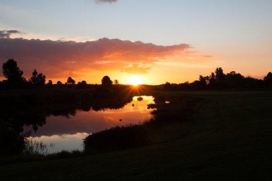 Paarl, Sudáfrica: Autumn sunset in the valley.