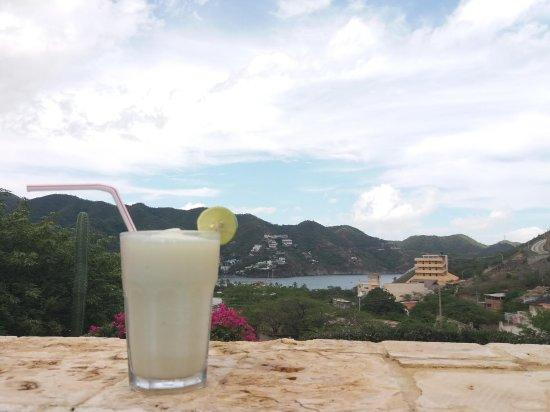 Casa Los Cerros TAGANGA: Limonada de Coco au bord de la piscine