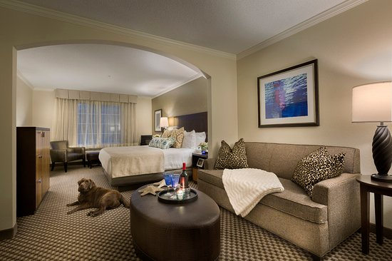 Dover, NH: Settle into your home away from home in our carefully appointed King Suites.