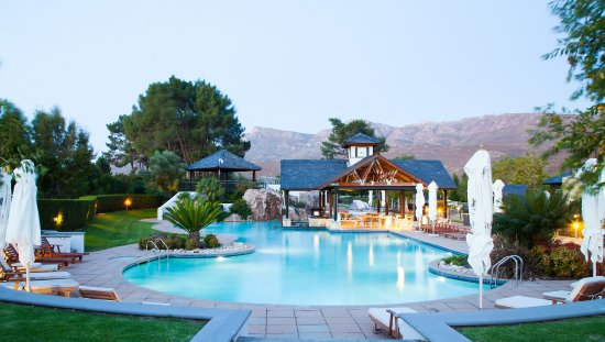 Paarl, Sudáfrica: Pearl Valley's pool is perfect to cool down in during the hot summer months.