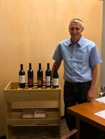 Golan Heights: Reuven from winery getting ready for tasting.