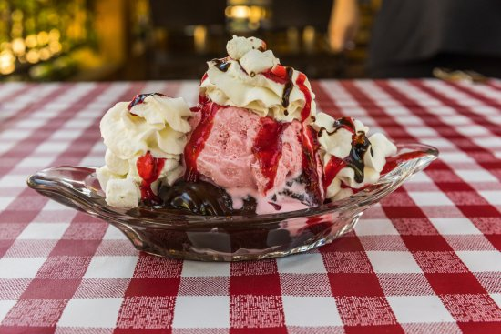 Sal & Mookie's New York Pizza and Ice Cream Joint: Chocolate Strawberry Delight