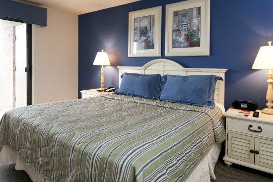 Acme, MI: 2-Bedroom Valleyview Condo
