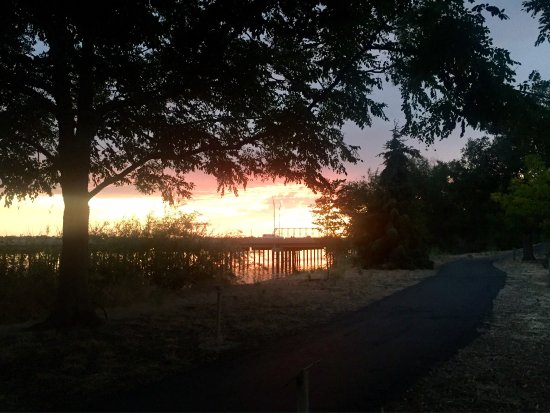 Heyburn, ไอดาโฮ: Beautiful sunset and nice walking trail!