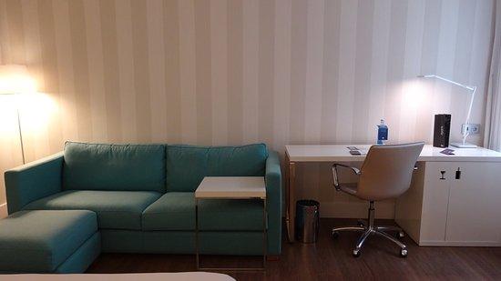 nh sants barcelona sofa escritorio habitacin superior