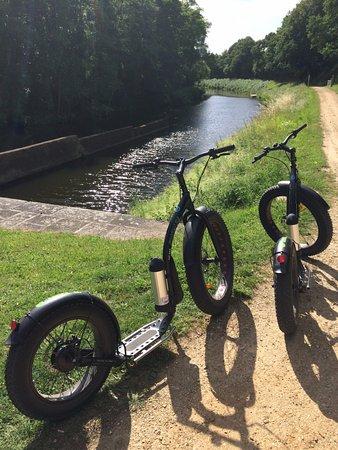Saint-Jean-la-Poterie, Francia: balade au bord du canal
