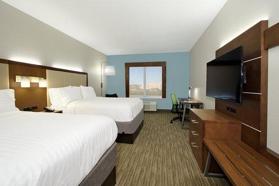 Pool - Picture of Holiday Inn Express & Suites Columbus North, Columbus - Tripadvisor