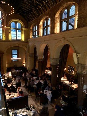 Galvin La Chapelle : La Chapelle's spacious dining room