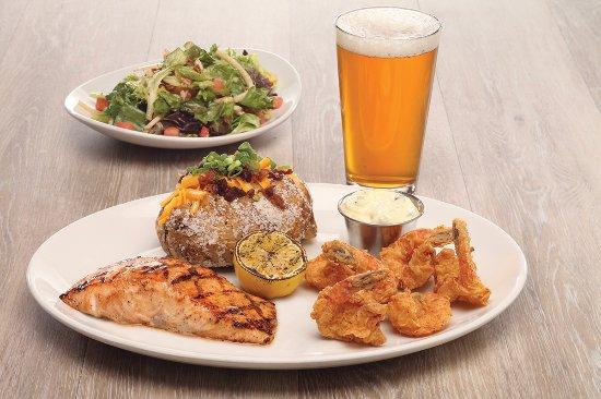 Niles, Ohio: Combo Platter - Salmon & Crispy Shrimp