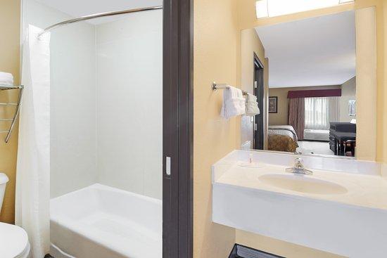Farmers Branch, TX: Guest Bath