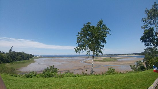 New Edinburgh, Kanada: View from the deck at low tide.