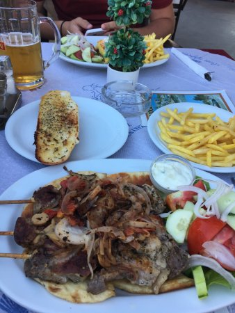 D & B's Bar & Restaurant: Pork souvlaki, Mousaka and our view whilst dining!
