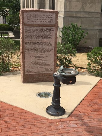 Independence, MO: Drinking fountain at courthouse
