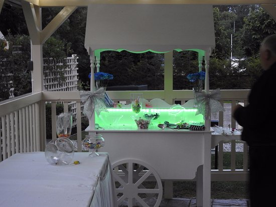 Number 10 Hotel : sweet cart for kids