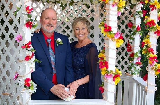 Cupids Wedding Chapel Bill And Linda Outside Of Las Vegas