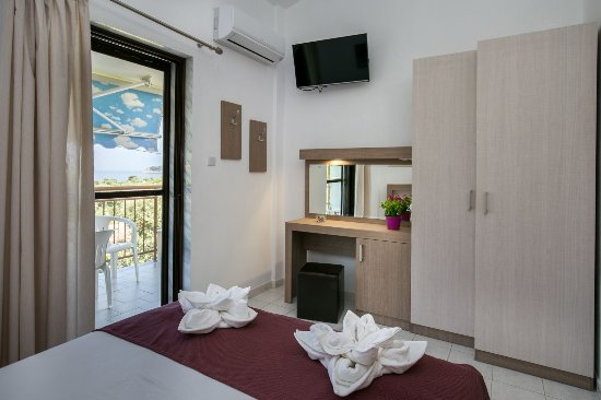 Koinira, Grecja: The second floor includes 4 apartments with a beautiful view of the sea and the island of Koinir