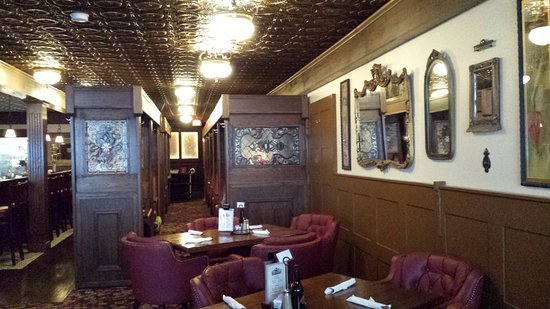 Monte Vista, CO: Beautiful interior with copper pressed ceiling.