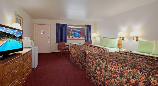 Shamrock Motel Resort & Suites: Free Noah's Ark! Queen Guest Room - 2 Queen beds