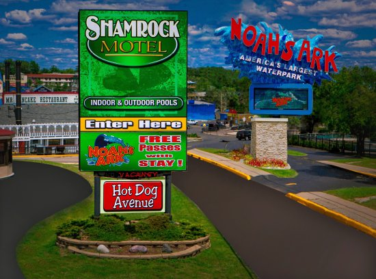 Shamrock Motel Resort & Suites: Free Noah's Ark with Stay!