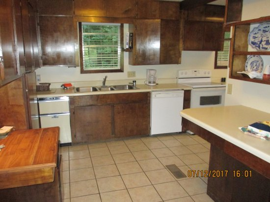 Jack's Fishing Resort and RV Park: Kitchen