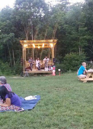 Fletcher, NC: Music in Firefly Field next to the pub