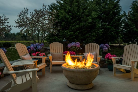 Glen Mills, Pensilvania: Our Outdoor Fire Pit will make for a very relaxing evening.