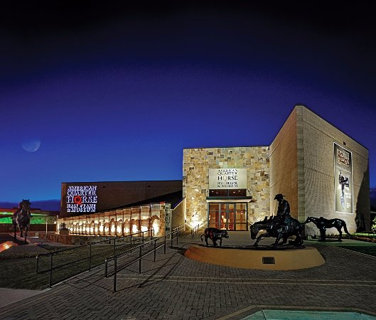 Amarillo, TX: The building greets you with larger-than-life bronze statues and a stunning memorial plaza.
