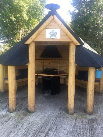 Dwyran, UK: BBQ hut for Dulas and Tysilio