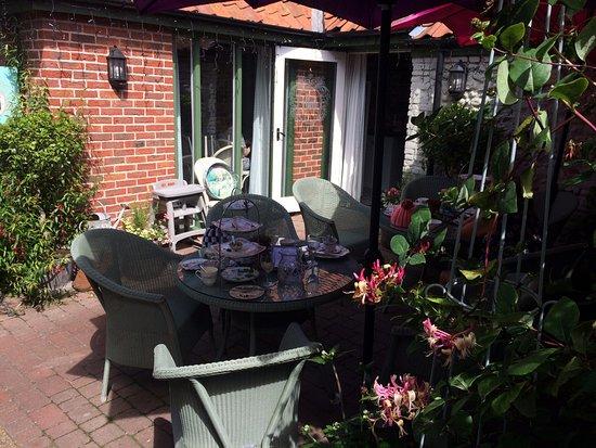 Holt, UK : Outside seating