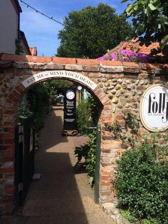 Holt, UK : Entrance way to reception