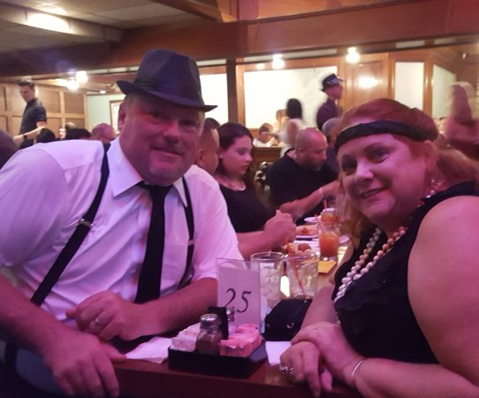 Capone's Dinner & Show: Dinner and a show with my girl.