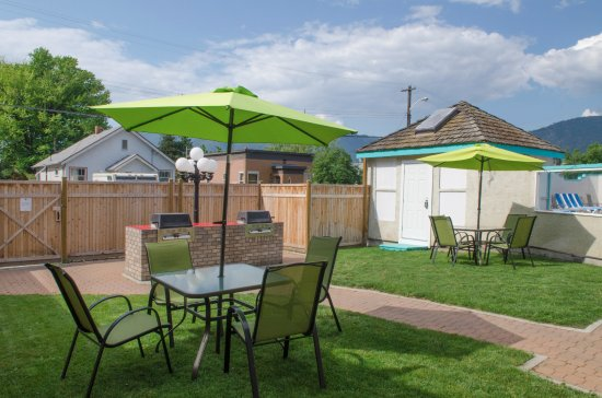 Tiki Shores Inn and Suites: Communal Guest BBQ area