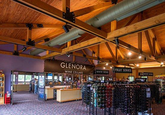 Dundee, Нью-Йорк: Tasting Room at Glenora Wine Cellars