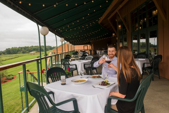 Dundee, NY: Outdoor Covered Terrace at Veraisons Restaurant