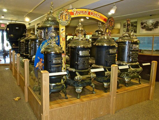 Dowagiac, MI: Roand Oak Stoves graces all the finest homes in America up to WWII