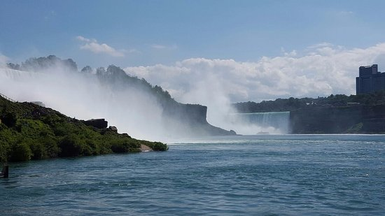 Maid of the Mist: View of the falls in the American side